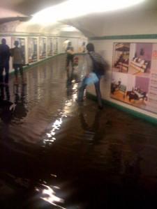 paris saint-lazare sous la pluie